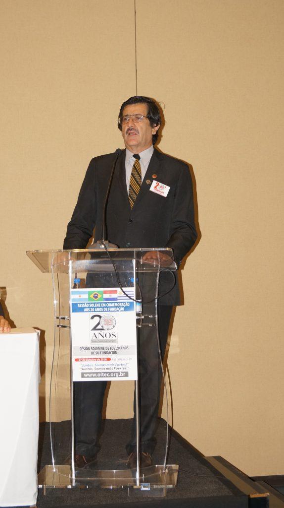 Julio Torales, atual presidente da OITEC: emoção ao rever a foto de fundação